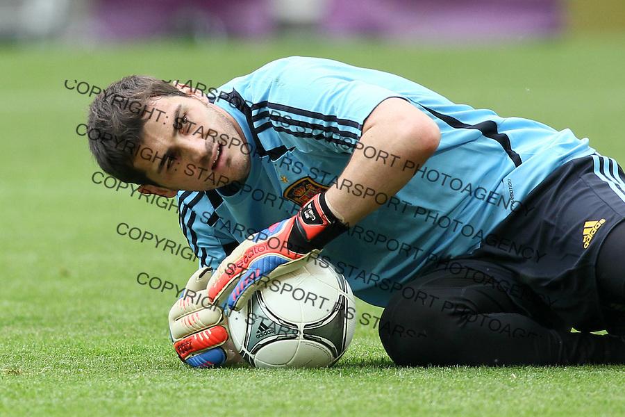 10.06.2012 GDANSK - ARENA GDANSK ( GDANSK POLAND ARENA GDANSK STADIUM STADIUM) PILKA NOZNA (FOOTBALL ) MISTRZOSTWA EUROPY W PILCE NOZNEJ UEFA EURO 2012 ( EUROPEAN CHAPIONSHIPS UEFA EURO 2012 ) GRUPA C ( POOL C) MECZ HISZPANIA - WLOCHY ( GAME SPAIN - ITALY ).NZ IKER CASILLAS  .FOTO MATEUSZ TRZUSKOWSKI/CYFRASPORT/NEWSPIX.PL.---.Newspix.pl