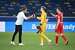 Trainer Julian Nagelsmann (Leipzig), Peter Gulacsi (Leipzig), Lukas Klostermann (Leipzig) klatschen nach dem Spiel ab.<br /> <br /> Sport: Fussball: 1. Bundesliga: Saison 19/20: 31. Spieltag: TSG 1899 Hoffenheim - RB Leipzig, 12.06.2020<br /> <br /> Foto: Markus Gilliar/GES/POOL/PIX-Sportfotos