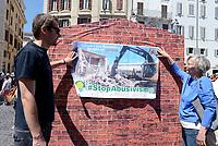 Roma, 17 Maggio 2017<br /> Conferenza stampa del Partito dei Verdi contro l'abusivismo e costruzione di una casetta di legno davanti al Pantheon per protestare contro la legge Blocca demolizioni abusive in discussione al Senato.