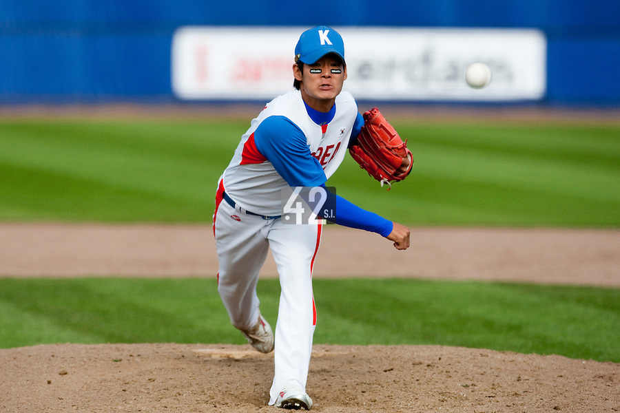 14 September 2009: Hyun-June Park of South Korea pitches against Great Britain during the 2009 Baseball World Cup Group F second round match game won 15-5 by South Korea over Great Britain, in the Dutch city of Amsterdan, Netherlands.