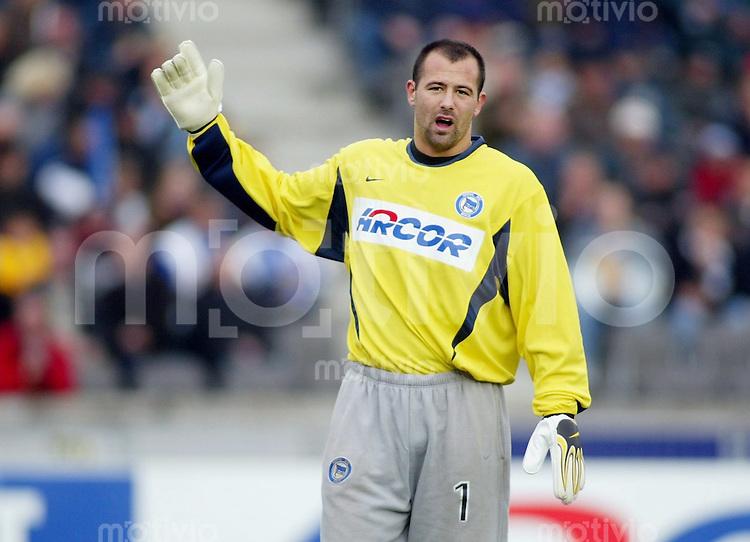 FUSSBALL 1. Bundesliga Saison 2002/2003 10.Spieltag Hertha BSC Berlin - Bayer Leverkusen Gabor Kiraly (Hertha BSC Berlin)