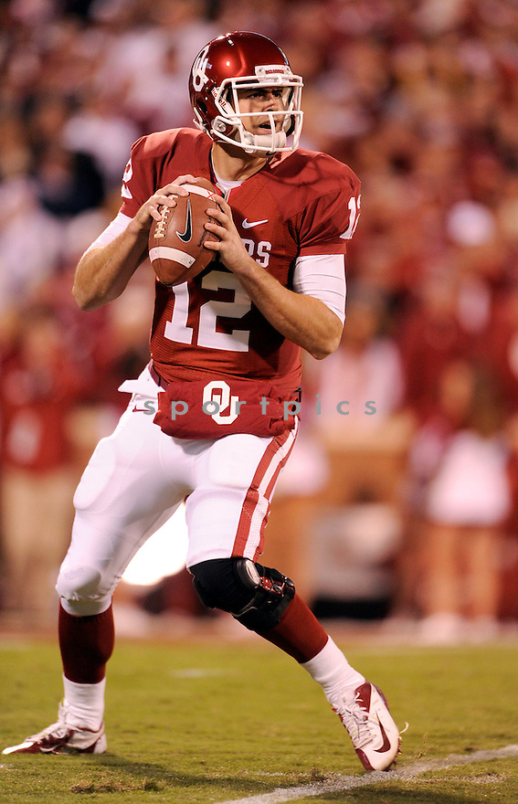 Oklahoma Sooners Landry Jones (12) in action during a game against Notre Dame on October 27, 2012 at Gaylord Family Oklahoma Memorial Stadium in Norman, OK. Notre Dame beat Oklahoma 30-13.