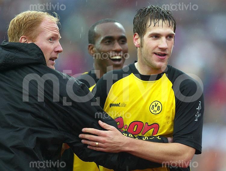Fussball / 1. Bundesliga Saison 2002/2003   8. Spieltag Hannover 96 - Borussia Dortmund 0:3       Jubel: Torsten Frings (re) bejubelt mit seinem Trainer Matthias Sammer und Evanilson (mi) sein Tor zum 0:1