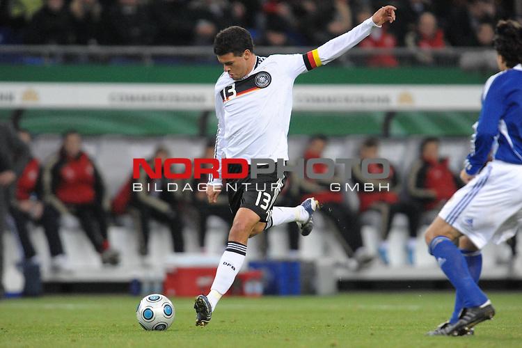 Fussball, L&auml;nderspiel, WM 2010 Qualifikation Gruppe 4  14. Spieltag<br />  Deutschland (GER) vs. Finnland ( FIN ) 1:1 ( 0:1 )<br /> <br /> Michael Ballack ( GER _ Chelsea #13 )  <br /> <br /> Foto &copy; nph (  nordphoto  )