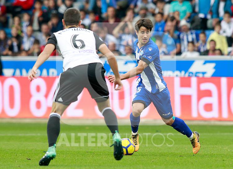 Deportivo Alaves' Bojan Krkic (r) and Valencia CF's Nemanja Maksimovic during La Liga match. October 28,2017. (ALTERPHOTOS/Acero)
