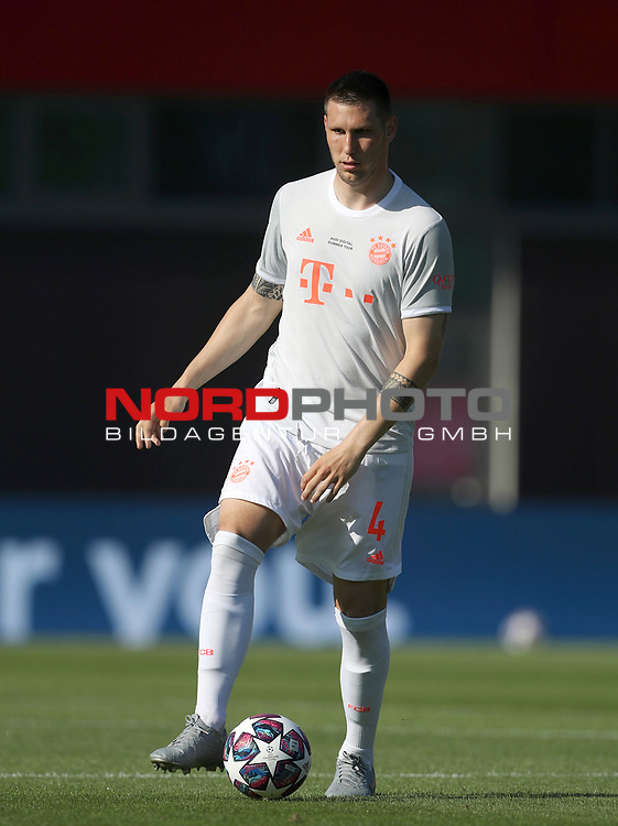 Niklas Suele #4 von FC Bayern Muenchen<br />