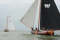 SKUTSJESILEN: STAVOREN: IJsselmeer, 13-08-2012, IFKS skûtsjesilen, A-klasse, skûtsje Zeldenrust (schipper Kees van der Kooij) gaat voor de wind op kop voor skûtsje De Jonge Jan (schipper Jelle Talsma), ©foto Martin de Jong