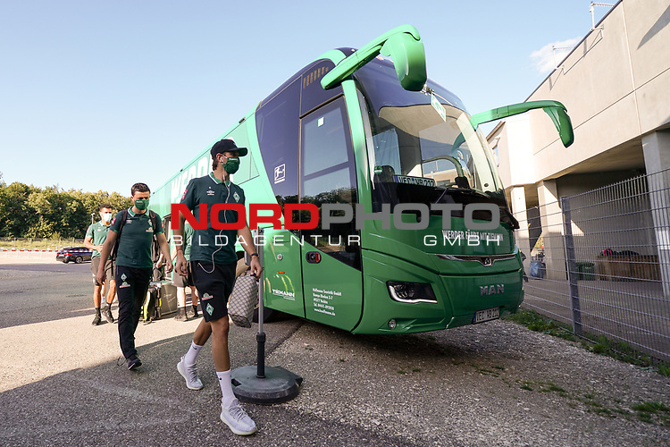 Spieler kommen am Stadion an - Niclas Füllkrug / Fuellkrug (Werder Bremen #11), Milos Veljkovic (Werder Bremen #13)<br /> <br /> <br /> Sport: nphgm001: Fussball: 1. Bundesliga: Saison 19/20: Relegation 02; 1.FC Heidenheim vs SV Werder Bremen - 06.07.2020<br /> <br /> Foto: gumzmedia/nordphoto/POOL <br /> <br /> DFL regulations prohibit any use of photographs as image sequences and/or quasi-video.<br /> EDITORIAL USE ONLY<br /> National and international News-Agencies OUT.