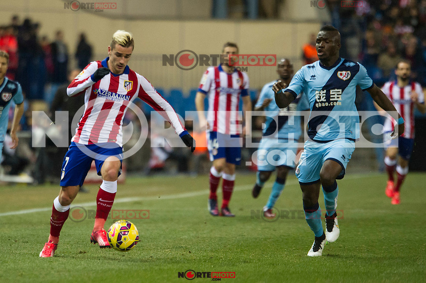 Atletico de Madrid&acute;s Antoine Griezmann and Rayo Vallecano&acute;s Mohamed Fatau during 2014-15 La Liga match between Atletico de Madrid and Rayo Vallecano at Vicente Calderon stadium in Madrid, Spain. January 24, 2015. (ALTERPHOTOS/Luis Fernandez) /NortePhoto<br />