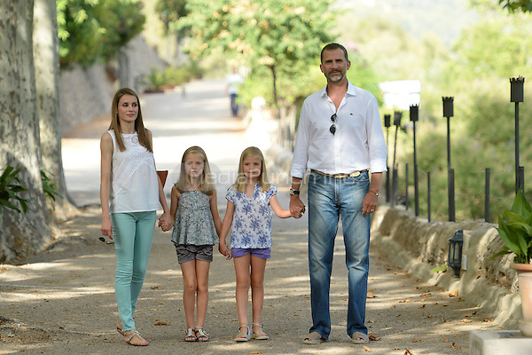 Prince Felipe, Princess Letizia, Princess Sofia and Princess Leonor visiting Sporles farm in Mallorca, Spain, 05.08.2013. Credit: C. Kasady/insight media /MediaPunch Inc. ***FOR USA ONLY***