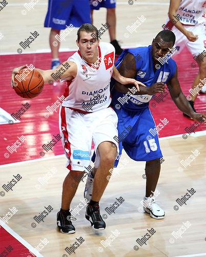 2007-09-25 / Basketbal / Beker van België / Antwerp Diamond Giants - Exc. Brussels / Lichodzijewski (Antwerp) met Tepadondele