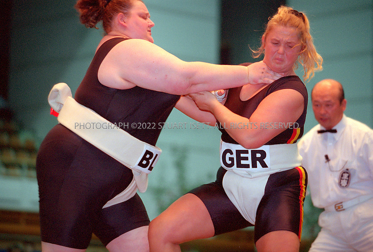 10/26/2001--Hirosaki, Aomori Prefecture, Japan..Veranika Kazlovskaya (left) Belarus Vs. Astrid Lixenfeld (Germany) at the World internationl sumio tournament.....All photographs ©2003 Stuart Isett.All rights reserved.This image may not be reproduced without expressed written permission from Stuart Isett.