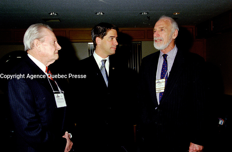 FILE - Clifford Lincoln, Andre Boisclair et le ministre de l'Environnement David Anderson   lors du congres et salon Americana 2001<br /> <br /> PHOTO : Agence Quebec Presse