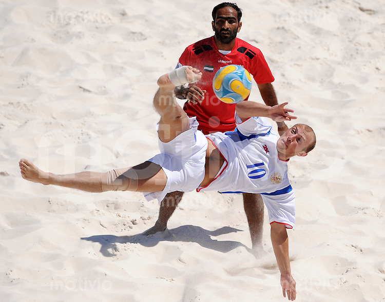 FIFA BEACH SOCCER WORLD CUP 2008 UNITED ARAB EMIRATES - RUSSIA   22.07.2008 Rustam SHAKMELYAN (RUS, front) wih a bicycle kick against Ali ALBLOUSHI (UAE).