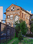 Mural na bocznej ścianie kamienicy Bosaków. Malunek został stworzony przez izraelski kolektyw street-artowy Broken Fingaz z Hajfy podczas 24. Festiwalu Kultury   Żydowskiej w 2014 roku.<br /> Mural on the side wall of the Bosaki's townhouse. The painting was created by Israeli street art collective Broken Fingaz from Haifa at the 24th Jewish Culture Festival in 2014.