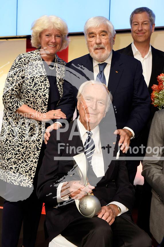 Monika Grütters, Mario Adorf und Martin Böttcher bei der 8. Verleihung des Deutschen Musikautorenpreises 2016 im Hotel Ritz-Carlton. Berlin, 12.05.2016