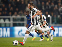 Calcio, Champions League: Gruppo H, Juventus vs Lione. Torino, Juventus Stadium, 2 novembre 2016. <br /> Juventus&rsquo; Gonzalo Higuain kicks to score on a penalty kick during the Champions League Group H football match between Juventus and Lyon at Turin's Juventus Stadium, 2 November 2016. The game ended 1-1.<br /> UPDATE IMAGES PRESS/Isabella Bonotto