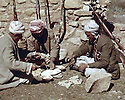 Iraq 1963 .The lunch of peshmergas.Irak 1963.Le dejeuner des peshmergas