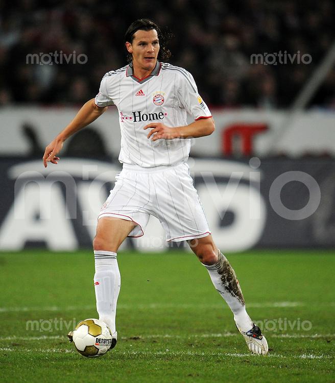 FUSSBALL  1. BUNDESLIGA   SAISON 2009/2010  14. SPIELTAG Hannover 96 - FC Bayern Muenchen                       29.11.2009 Daniel VAN BUYTEN (FC Bayern Muenchen) Einzelaktion am Ball