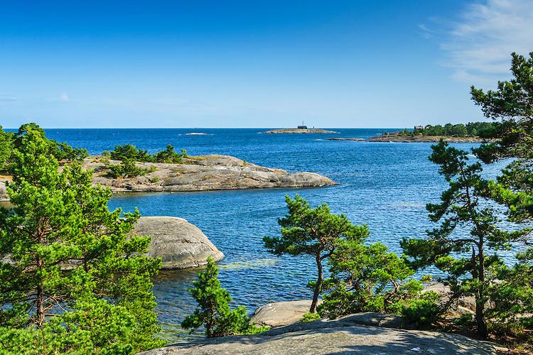 Hav klippor  och horisonetn vid Rävstavik på Utö i Stockholms skärgård
