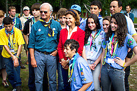 Royal couple and Brazilian contingents. Photo: Mikko Roininen / Scouterna