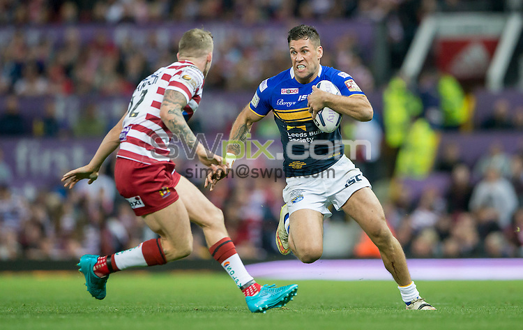 Picture by Allan McKenzie/SWpix.com - 10/10/2015 - Rugby League - First Utility Super League Grand Final - Leeds Rhinos v Wigan Warriors - Old Trafford, Manchester, England - Leeds's Joel Moon tries to evade Wigan's Dominic Manfredi.