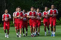 SÃO PAULO, SP,21 DE OUTUBRO DE 2013 - TREINO SAO PAULO - Jogadores, durante treino do São Paulo, no CT da Barra Funda, região oeste da capital, na tarde desta segunda feira, 21. FOTO: ALEXANDRE MOREIRA / BRAZIL PHOTO PRESS