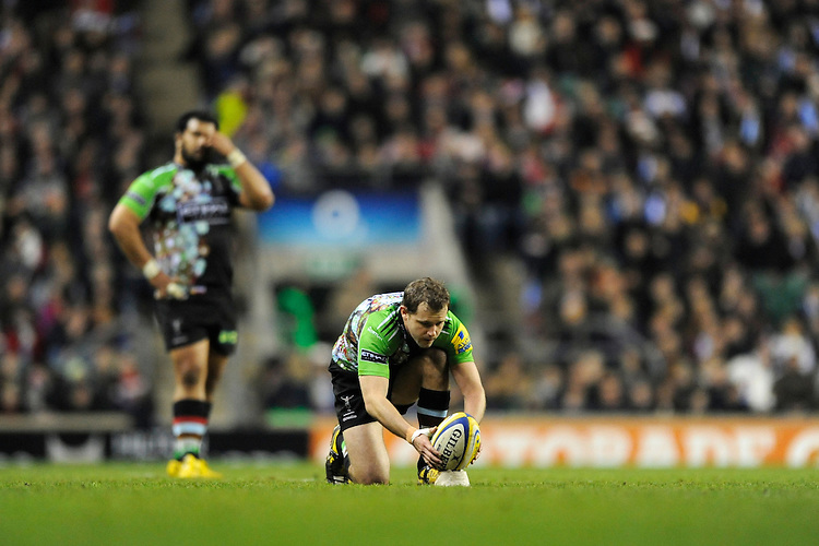 Nick Evans of Harlequins lines up a kick during the Aviva Premiership match between Harlequins and Saracens at Twickenham on Tuesday 27 December 2011 (Photo by Rob Munro)