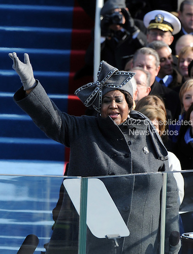 Washington, DC - January 20, 2009 -- United States SInger Aretha Franklin performs at the the 56th Presidential Inauguration ceremony for Barack Obama as the 44th President of the United States in Washington, DC, USA 20 January 2009.  Obama defeated Republican candidate John McCain on Election Day 04 November 2008 to become the next U.S. President..Credit: Pat Benic - Pool via CNP