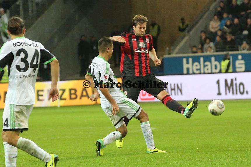 Marco Russ (Eintracht) gegen Slobodan Medojevic (Wolfsburg) - Eintracht Frankfurt vs. VfL Wolfsburg, Commerzbank Arena
