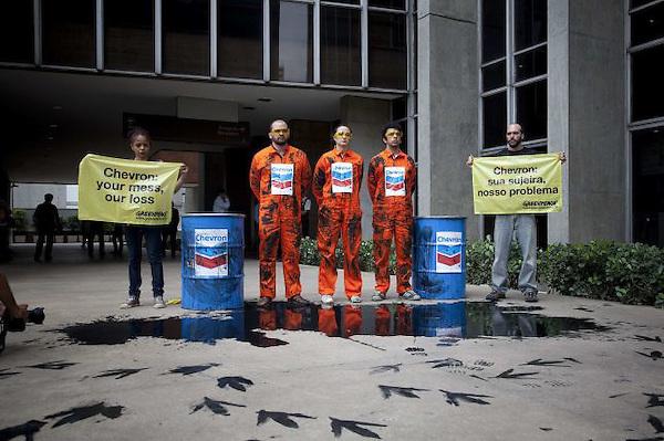 El Instituto Brasileño de Medio Ambiente (Ibama) multó este lunes, 21 de noviembre,  con 50 millones de reales (unos 28 millones de dólares) a la filial de la petrolera estadounidense Chevron por el derrame de crudo que comenzó hace dos semanas en un pozo operado por la compañía en aguas del Atlántico.