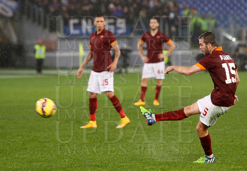 Calcio, Serie A: Roma vs Inter. Roma, stadio Olimpico, 30 novembre 2014.<br /> Roma&rsquo;s Miralem Pjanic scores on a free kick his second goal during the Italian Serie A football match between AS Roma and FC Inter at Rome's Olympic stadium, 30 November 2014.<br /> UPDATE IMAGES PRESS/Riccardo De Luca