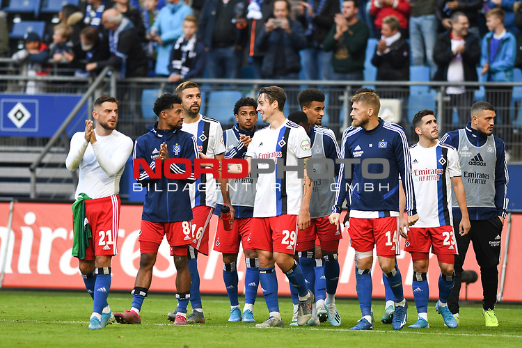 05.10.2019,  GER; 2. FBL, Hamburger SV vs SpVgg Greuther Fuerth ,DFL REGULATIONS PROHIBIT ANY USE OF PHOTOGRAPHS AS IMAGE SEQUENCES AND/OR QUASI-VIDEO, im Bild die Mannschaft des HSV jubelt ueber den Sieg Foto © nordphoto / Witke *** Local Caption ***