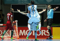 CALI -COLOMBIA-28-09-2016: Jugadores de Argentina celebran su paso a la final después de derrotar a Portugal durante partido de semifinal de la Copa Mundial de Futsal de la FIFA Colombia 2016 jugado en el Coliseo del Pueblo en Cali, Colombia. / Players of Argentina celebrate their clasification to the final after defeated to Portugal during match of semifinal of the FIFA Futsal World Cup Colombia 2016 played at Metropolitan Coliseo del Pueblo in Cali, Colombia. Photo: VizzorImage/ RS / Cont
