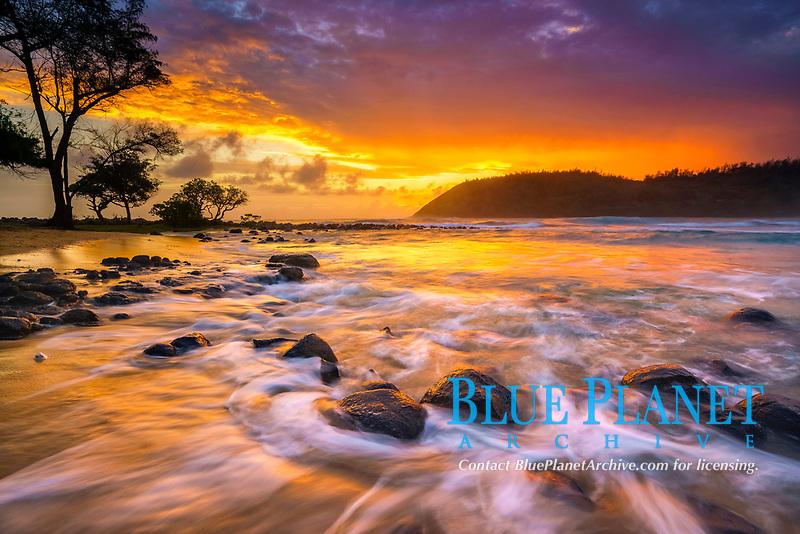 at sunrise, Moloaʻa Bay, Kauai, Hawaii, USA, Pacific Ocean