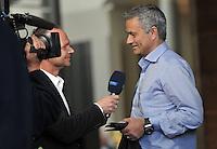 IM BILD: José / Jose Mourinho im MDR-Interview - Diverse Prominente treffen am Mittwoch (05.06.2013) nach und nach im Hotel Steigenberger in Leipzigs Innenstadt ein. Zahlreiche Autogrammjäger und Fans haben sich davor versammelt. Am Abend werden die Gäste beim Abschiedsspiel von Michael Ballack in der Red-Bull-Arena teilnehmen. <br /> Foto: Christian Nitsche