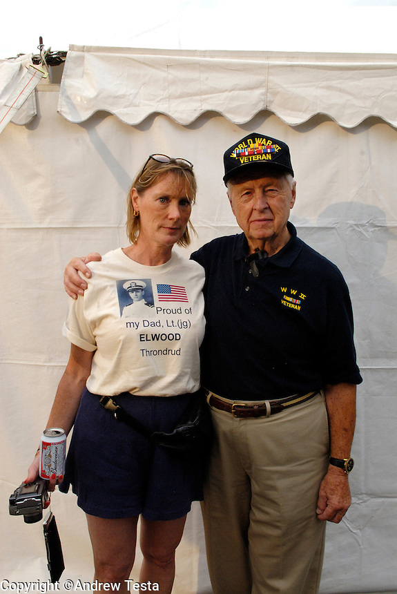 USA. Luverne.  6th September 2007.Veteran Elwood Throndrud with his daughter Susan, He served in the Navy in WWII..©Andrew Testa/Panos for Newsweek
