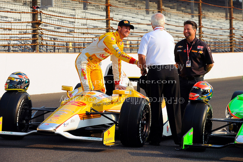 Ryan Hunter-Reay (#28) with Michael Andretti and Roger Penske.