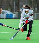 AMSTELVEEN - Eva de Goede (A'dam) met Stella van Gils (Pin)     tijdens de hoofdklasse competitiewedstrijd dames, Pinoke-Amsterdam (3-4). COPYRIGHT KOEN SUYK