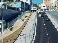 RIO DE JANEIRO, RJ, 26 MAIO 2012 - Movimentação no Mergulhão de Campinho e o Viaduto Negrão de Lima, no Rio de Janeiro, nesse sabado apos primeiro dia da inauguracao. O Mergulhão de Campinho, conhecido como Mergulhão Clara Nunes, e o Viaduto Negrão de Lima, fazem parte do Transcarioca, ligando a Barra da Tijuca ao aeroporto Tom Jobim, com 39 km de extensão. FOTO: ARION MARINHO - BRAZIL PHOTO PRESS.