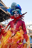 Venice, Italy. 8 February 2015. Volo dell'Angelo, Flight of the Angel. Venetian Marianna Serena, the winner of the 2014 Feste delle Marie, flies down from St Mark's Bell Tower (Campanile) into St Mark's Square. A traditional Carnival in Venice event in homage to the Doge who greets her on stage. carnivalpix/Alamy Live News