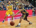 07.01.2018, EWE Arena, Oldenburg, GER, BBL, EWE Baskets Oldenburg vs WALTER Tigers T&uuml;bingen, im Bild<br /> <br /> Barry STEWART (T&uuml;bingen #24 )<br /> Mickey McCONNELL (EWE Baskets Oldenburg #32)<br /> Foto &copy; nordphoto / Rojahn
