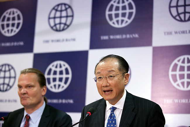 13 March 2013, Delhi, India: President of the World Bank, Mr Jim Yong Kim addresses a press conference in Delhi seated with Country Director, Oono Ruhl and Mr. Tom Davenport. Mr.Kim is visiting India  for meetings with local staff, Indian Government Ministers and to inspect projects sponsored by World Bank in regional areas. Picture by Graham Crouch/World Bank