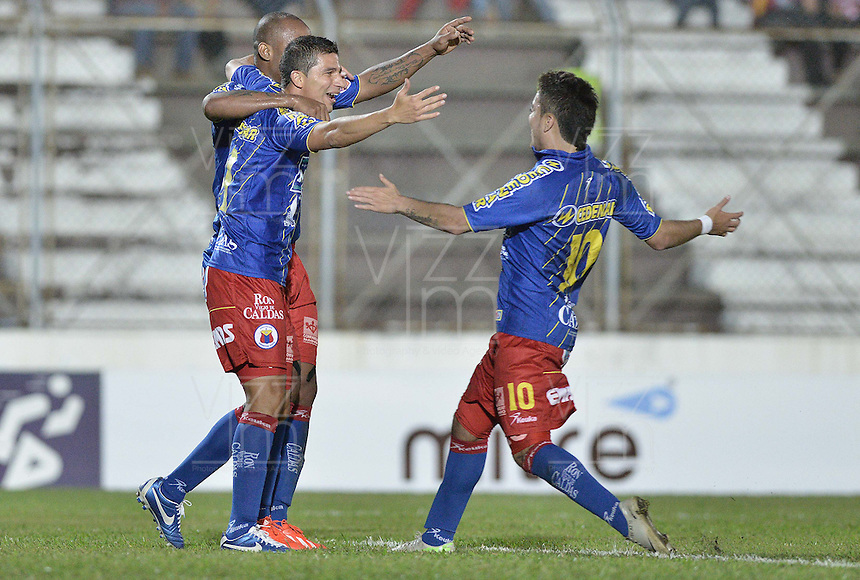 IBAGUÉ -COLOMBIA, 20-06-2013. Juan Guillermo Vélez (C) de Deportivo Pasto celebra un gol en contra de Deportes Tolima durante partido de los cuadrangulares finales, fecha 2, de la Liga Postobón 2013-1 jugado en el estadio Manuel Murillo Toro de la ciudad de Ibagué./ Deportivo Pasto player Juan Guillermo Velez (C)celebrates a goal against Deportes Tolima during match of the final quadrangular 2th date of Postobon  League 2013-1 at Manuel Murillo Toro stadium in Ibagué city. Photo: VizzorImage/STR
