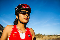 Ciclista, Nanci Molina, Triatlon, bici, bicicleta, Codeson, casco, lentes, lentes de sol, sun glases