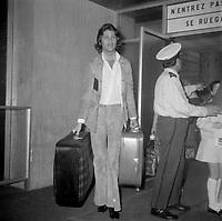 le chanteur israelien Mike Brant<br /> arrive au Quebec (date inconnue vers 1973)<br /> <br /> PHOTO :  Agence Quebec Presse - Roland Lachance