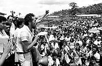 Lavradores ouvem o discurso do dep. José Genoino Neto durante  manifestação em São Geraldo do Araguaia com a presença de vários deputados federais e estaduais ,  Genoíno volta a região da guerrilha pela primeira vez  onze anos após seu final.<br /> Xambioá , Pará, Brasil<br /> Foto Paulo Santos/Interfoto<br /> 1983.