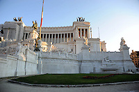 Il Monumento nazionale a Vittorio Emanuele II, conosciuto con il nome di Vittoriano, è un monumento nazionale di Roma situato in Piazza Venezia. Inaugurato da Vittorio Emanuele III il 4 giugno 1911 e finito nel 1935.The National Monument to Vittorio Emanuele II, known by the name of.Victorian is a national monument located in Rome's Piazza Venezia..Opened by Vittorio Emanuele III June 4, 1911....
