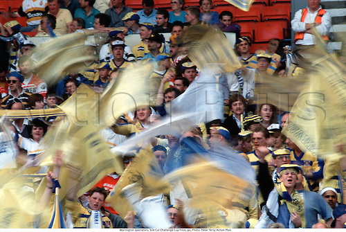 Warrington spectators, Silk Cut Challenge Cup Final, 90, Photo: Peter Terry/Action Plus...1990.crowd.crowds.supporters.fans.spectators.movement.speed.effect.blur.camera effects.Flags.rugby league
