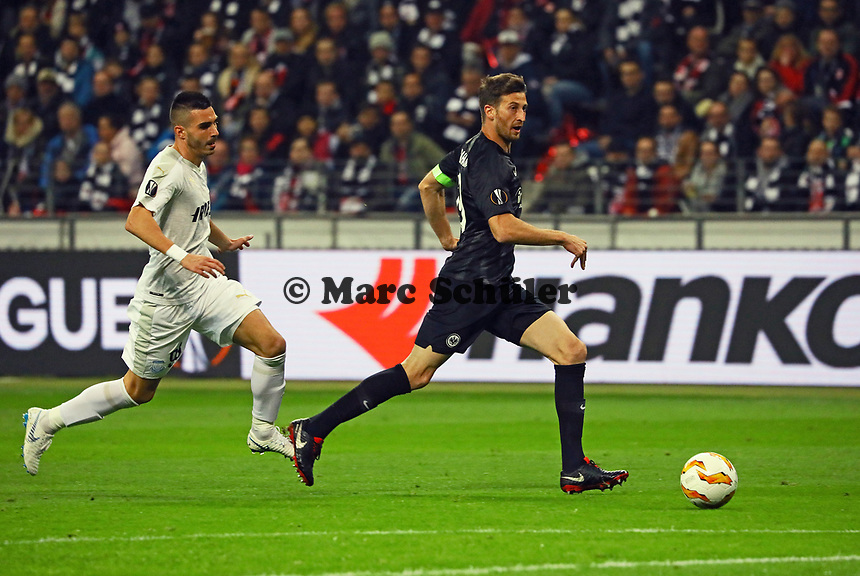 David Abraham (Eintracht Frankfurt) klärt - 25.10.2018: Eintracht Frankfurt vs. Apollon Limassol FC, Commerzbank Arena, Europa League 3. Spieltag, DISCLAIMER: DFL regulations prohibit any use of photographs as image sequences and/or quasi-video.